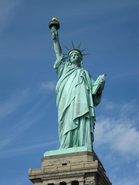 巨大な像のある世界遺産