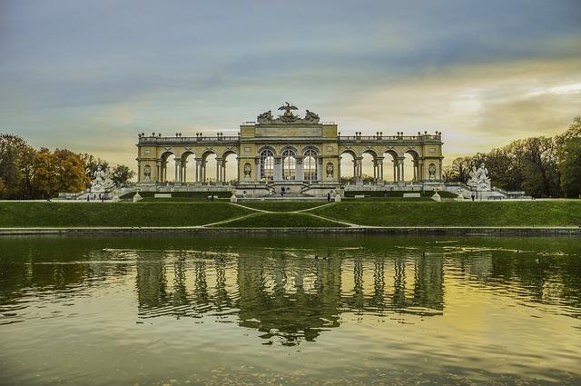 シェーンブルン宮殿と庭園群の画像1
