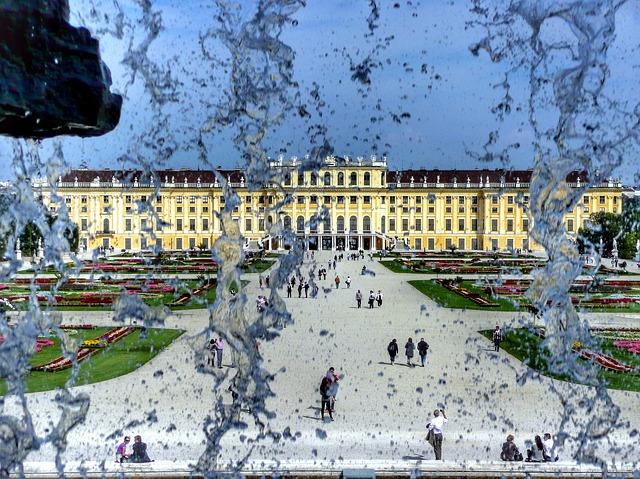 シェーンブルン宮殿と庭園群の画像2