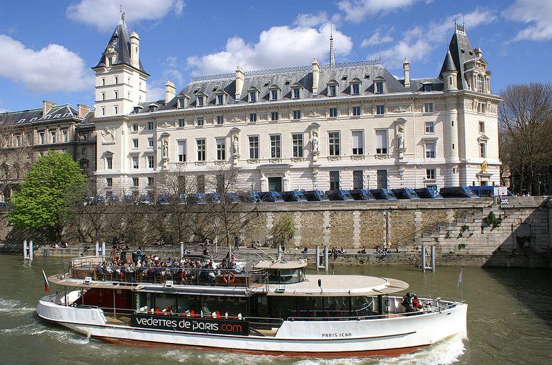 パリのセーヌ河岸の画像10