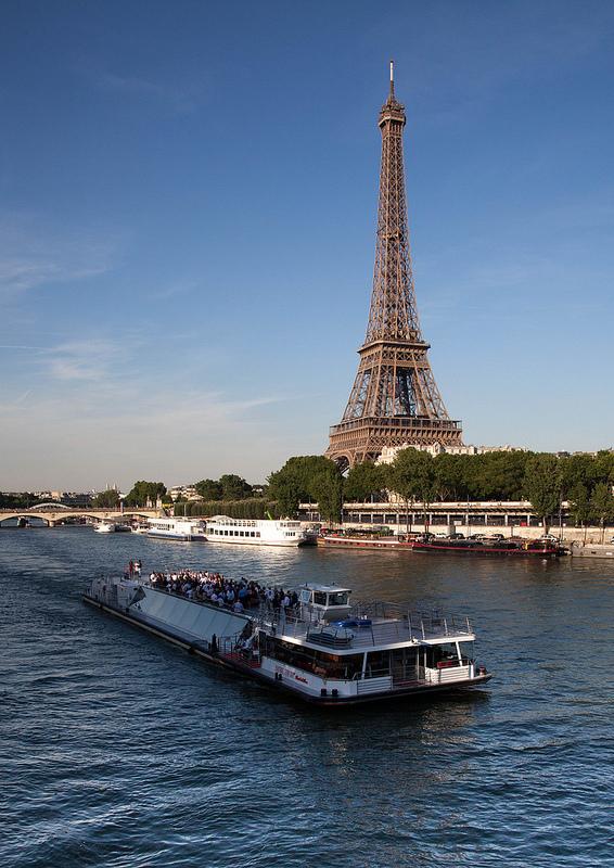 パリのセーヌ河岸の画像16